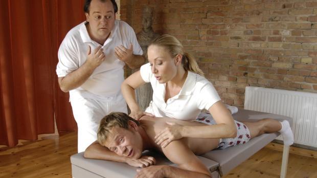 Janine (Janine Kunze, r.) und Markus (Markus Majowski, l.) haben mit Mathias...