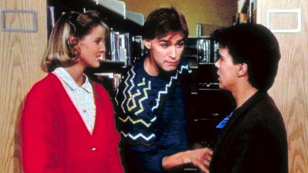 Richard (J. Eddie Peck, M.) macht sich über den Größenunterschied von Kate (S...