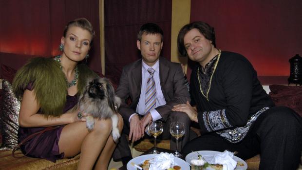 Mirja (Mirja Boes, l.) und Mathias (Mathias Schlung, M.) machen die Erfahrung...