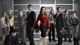 "Good Wife - (2. Satffel) - ""The Good Wife"" (v.l.n.r.): Grace (Makenzie Vega), Jackie (Mary Beth Peil), Zach (Graham Phillips), Eli Gold (Alan Cumming), Peter (Chris Noth), Alicia (Julianna Margulies), Diane (Christine Baranski), Will (Josh Charles), Cary (Matt Czuchry) und Kalinda (Archie Panjabi) © CBS Broadcasting Inc. All Rights Reserved"
