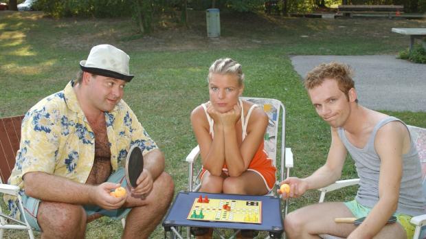 Mirja (Mirja Boes, M.) und Ralf (Ralf Schmitz, r.) haben keine Lust auf