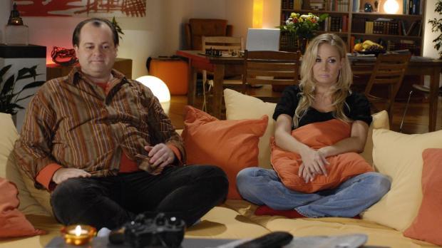 Schlechte Stimmung in der Comedy-WG: Janine (Janine Kunze, r.) ärgert sich üb...