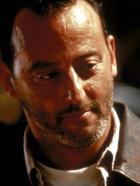 Godzilla - Philippe Roach (Jean Reno) wird von der franzsische Regierung als &quot;Versicherungsvertreter&quot; ausgesandt, um den Schaden einzugrenzen, d.h., alle Verbindungen zwischen dem Monster und Frankreich zu beseitigen ...  1998 TriStar Pictures, Inc. All Rights Reserved.